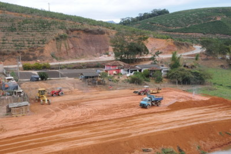 Prefeitura de Martins Soares constrói quadra em Pinheiros